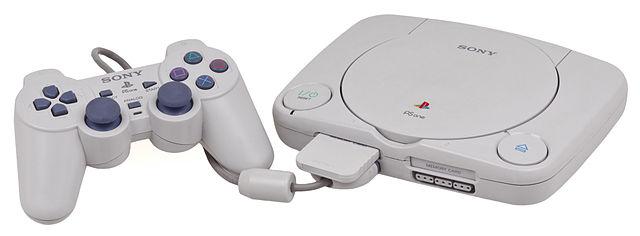 """بازطراحی نهایی Playstation که با نام """"PSOne"""" عرضه شد."""